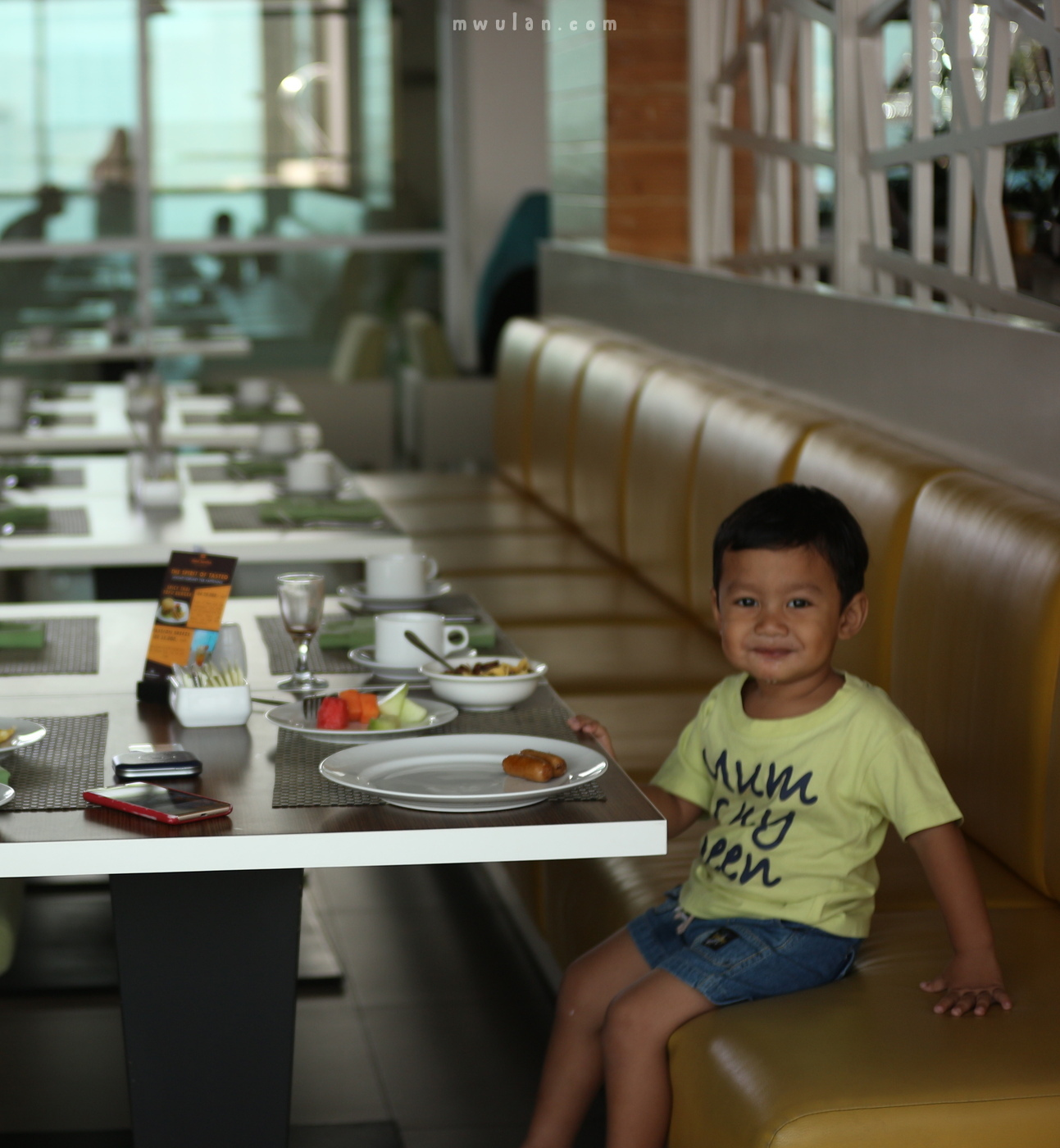 Don't you see the happy baby in the restaurant ? :)